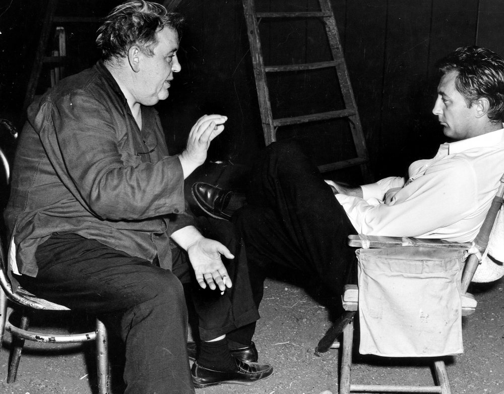 night-of-the-hunter-the-1955-008-charles-laughton-talking-to-robert-mitchum-on-set-00m-fau