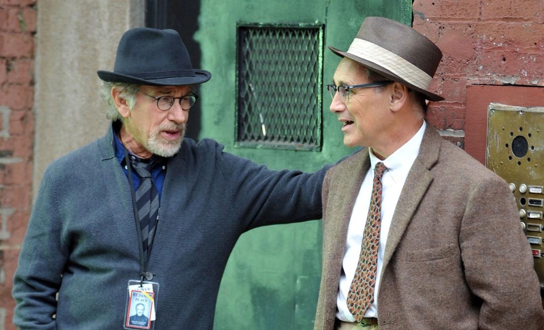 Mark-Rylance-y-Steven-Spielberg-durante-el-rodaje-de-El-puente-de-los-espías