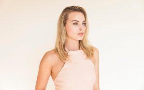 Margot Robbie, Warner Bros. TV'yle 2 Yıllık Kontrat İmzaladı, İlk…